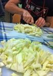 Picando repollo para Okonomiyaki
